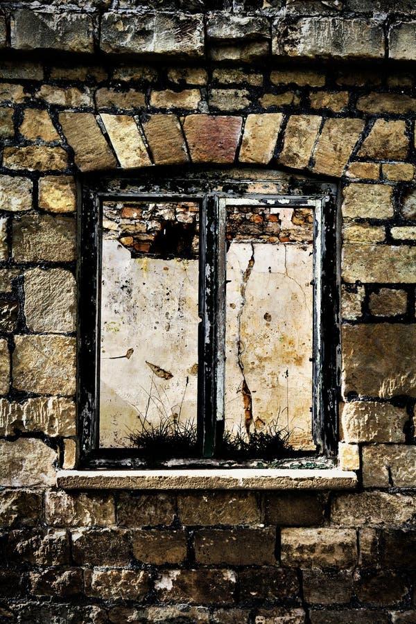 遗弃窗架 免版税库存照片