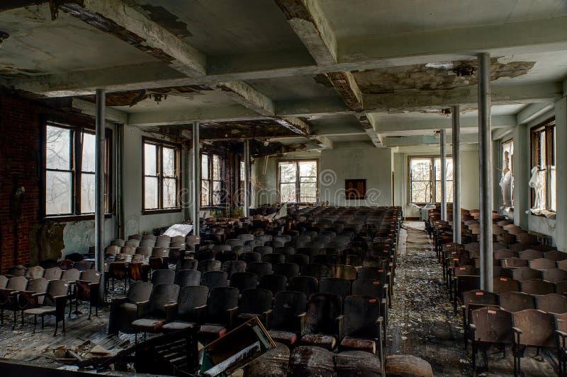 遗弃观众席-被抛弃的Alderson学院-西维吉尼亚 免版税图库摄影
