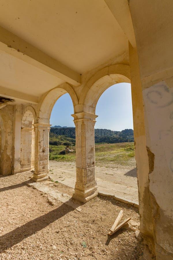 遗弃贴水乔治斯教会, Davlos塞浦路斯曲拱  免版税库存图片