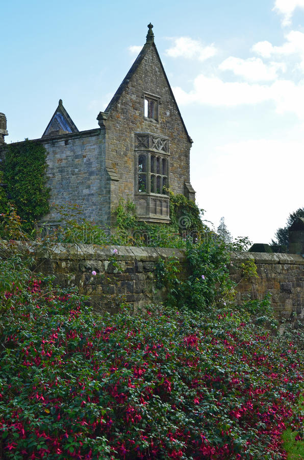 遗弃维多利亚女王时代的大厦 免版税库存照片