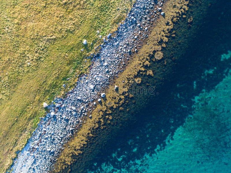 遥远的地方自然海岸线空中寄生虫视图  免版税库存图片