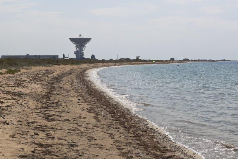 遥远的航天通讯的中心的无线电望远镜关于黑海海岸的在村庄Molochnoe在Saki区, C附近 免版税库存照片