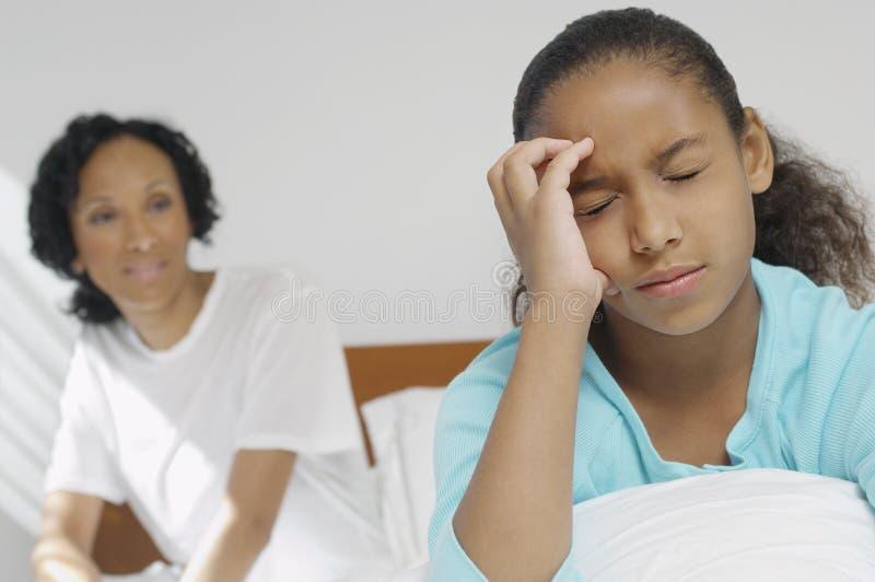 遭受严厉头疼的女孩 免版税库存照片