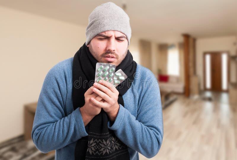 遭受冬天流感的病的人 免版税库存图片