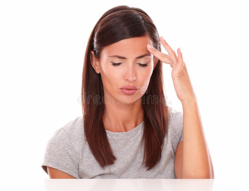 遭受大头疼的年轻女性 免版税库存照片