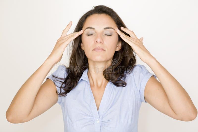 遭受头疼的拉丁妇女 免版税图库摄影