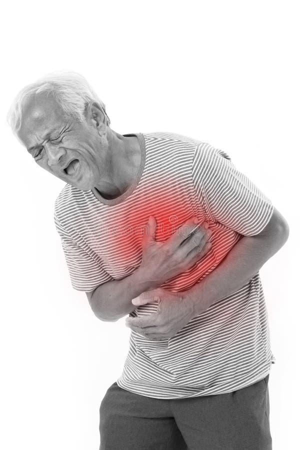 遭受心脏病发作的病的老人 免版税库存图片