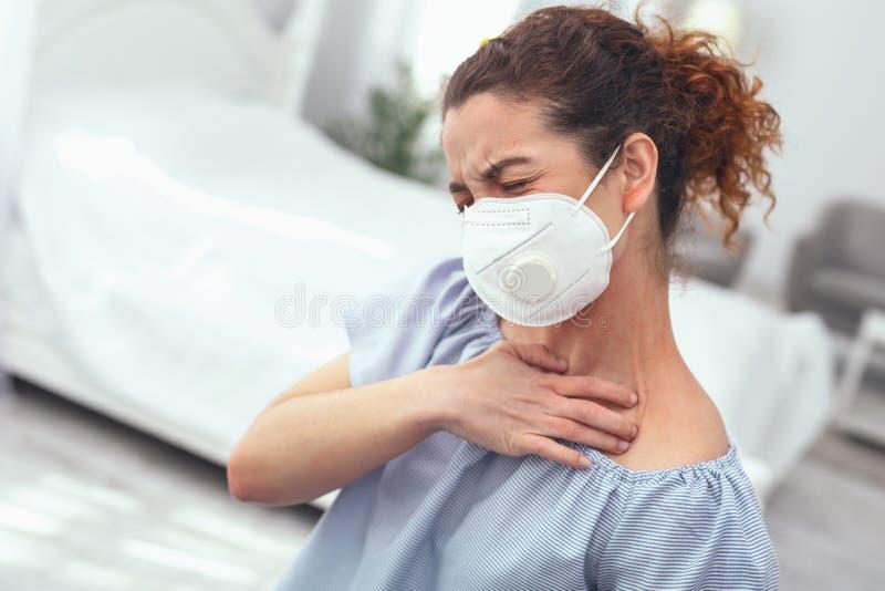 遭受流感复杂化的小姐 库存照片