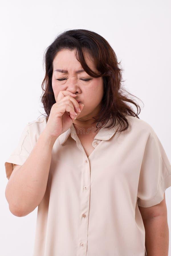 遭受流鼻水,流感的病的妇女 免版税库存照片
