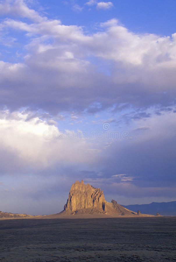 遭受海难在清早光,四个角落, NM的岩石 库存照片