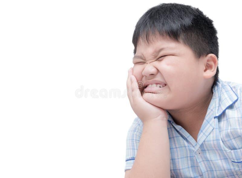 遭受牙痛 遭受牙痛的肥胖肥胖男孩 库存照片