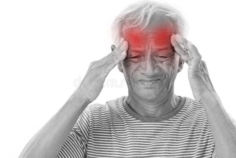 遭受头疼,偏头痛的病的老人 库存图片