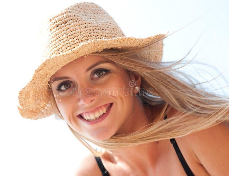 Download 遮光剂女孩 库存照片. 图片 包括有 白种人, 微笑, 照亮, 幸福, 典雅, 户外, 妇女, 表面, 愉快 - 30325126