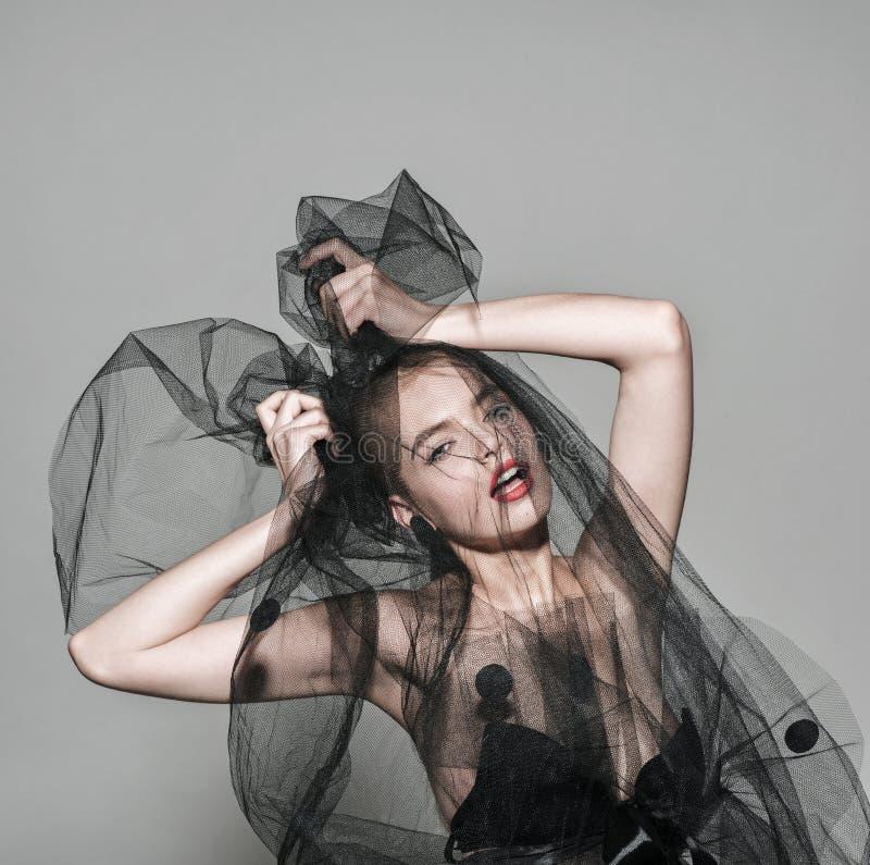 遮掩时尚妇女艺术时髦照片红色嘴唇 免版税库存图片