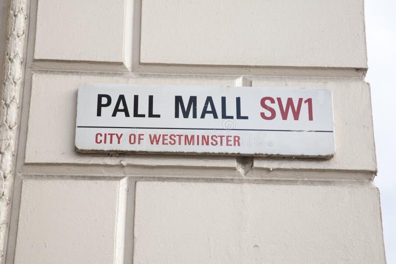 遮盖物购物中心路牌,伦敦 库存图片