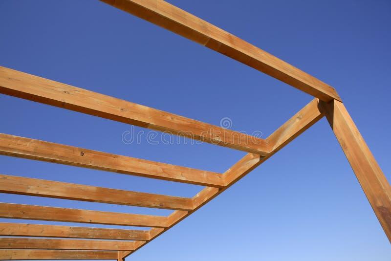 Download 遮篷放光木蓝色金黄的天空 库存图片. 图片 包括有 机盖, 建筑, 天堂, 水平, 露台, 蓝绿色, 理想 - 15691307