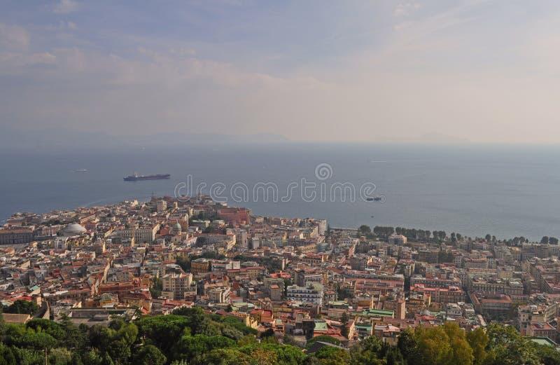 那不勒斯市和那不勒斯湾褶皱藻属地区意大利 从Castel桑特'艾蒙的看法 免版税库存图片