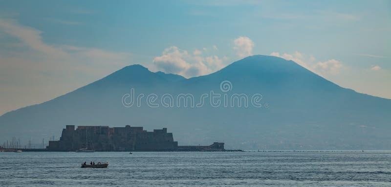 那不勒斯维苏威火山和Castel dell& x27; Ovo VI 图库摄影