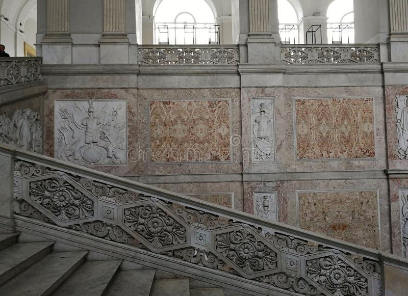 那不勒斯-奥斯陆王宫的豪华楼梯的细节 库存图片