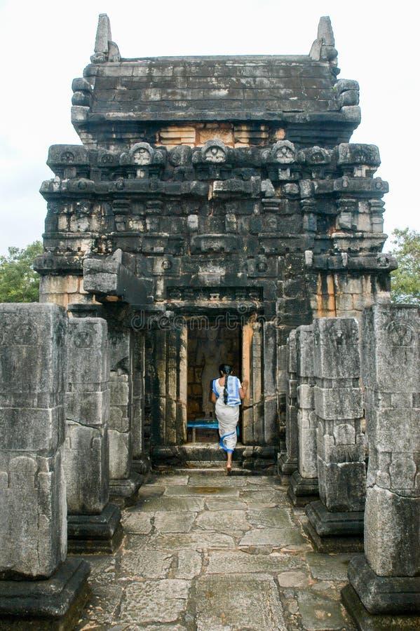 那烂陀寺Gedige寺庙,在末多附近的古老完全石大厦 库存图片