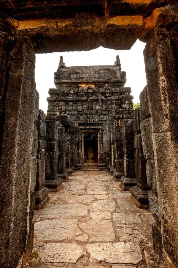 那烂陀寺Gedige,在Matale附近的古老完全石大厦 库存图片