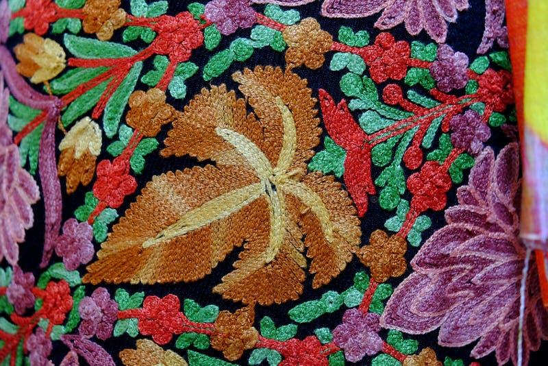 那里泰国手织的织品是五颜六色的许多 库存图片