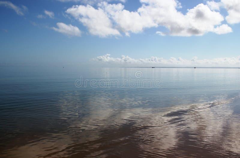 那里海结束,并且天空开始 库存图片