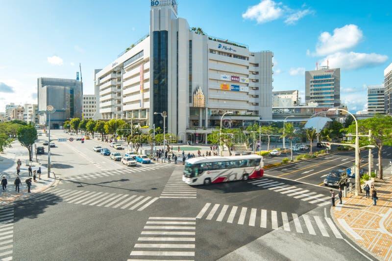 那霸,冲绳岛,日本冲绳岛Kencho-mae横渡的街市  库存图片