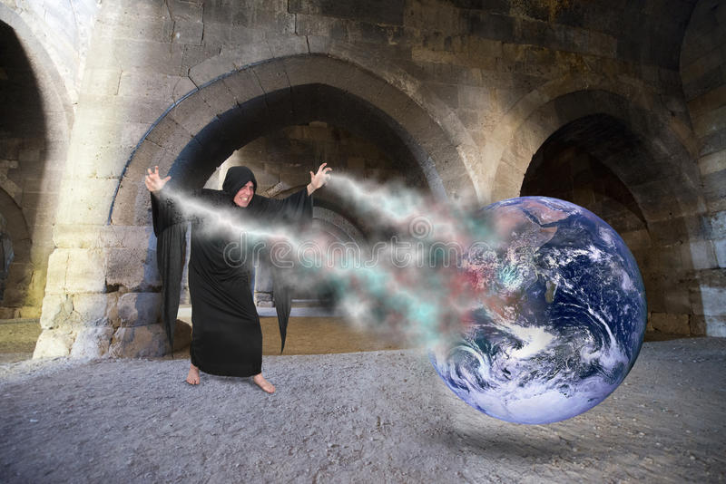 邪恶的向导转换咒语,创建世界默示录,最后的审判日