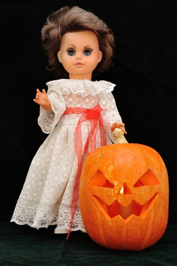 邪恶的小精灵和她的南瓜 图库摄影