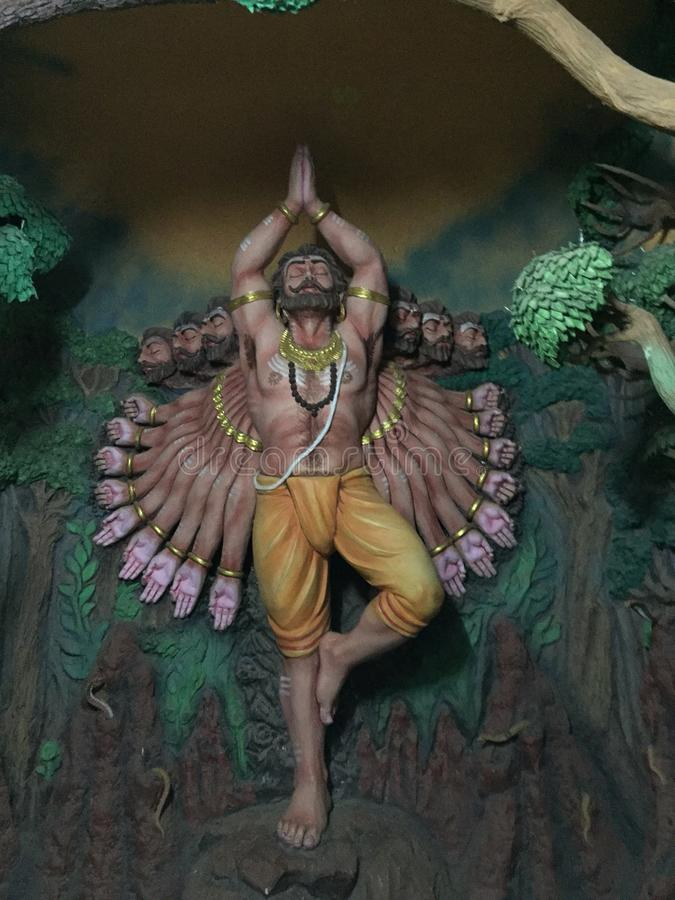 邪魔Ravana国王做苦行的雕塑,在Murudeswar雕象博物馆 免版税图库摄影