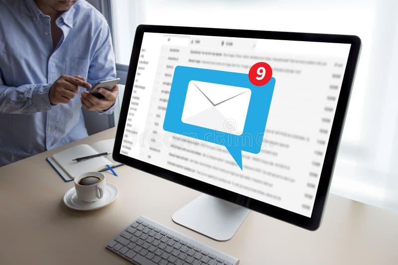邮件通信对邮寄的连接消息与电话联系 库存照片