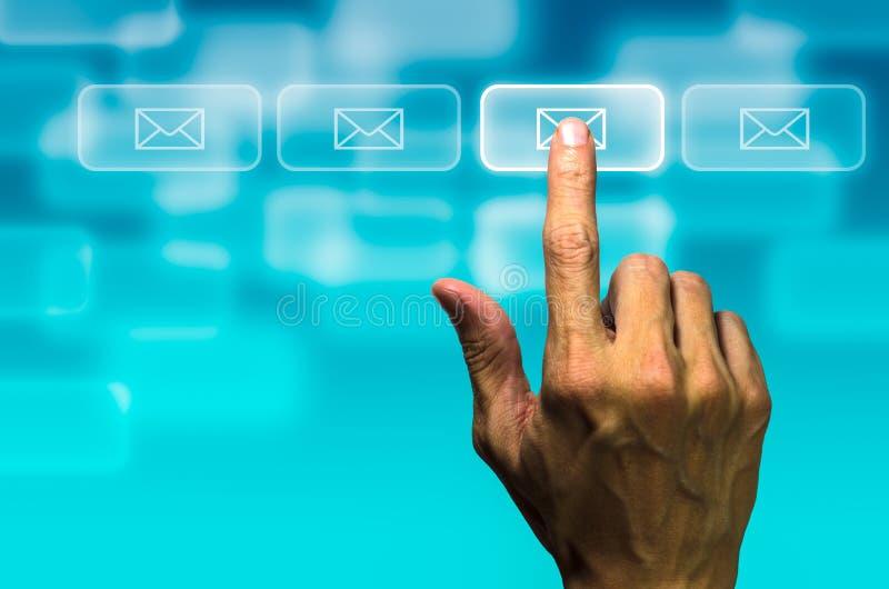 点击邮件按钮 库存照片