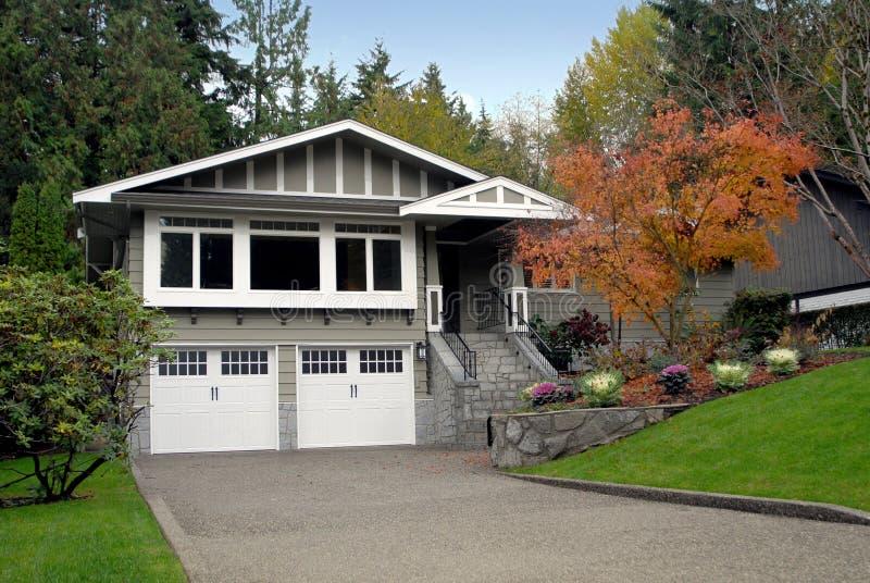 郊区的房子 免版税图库摄影