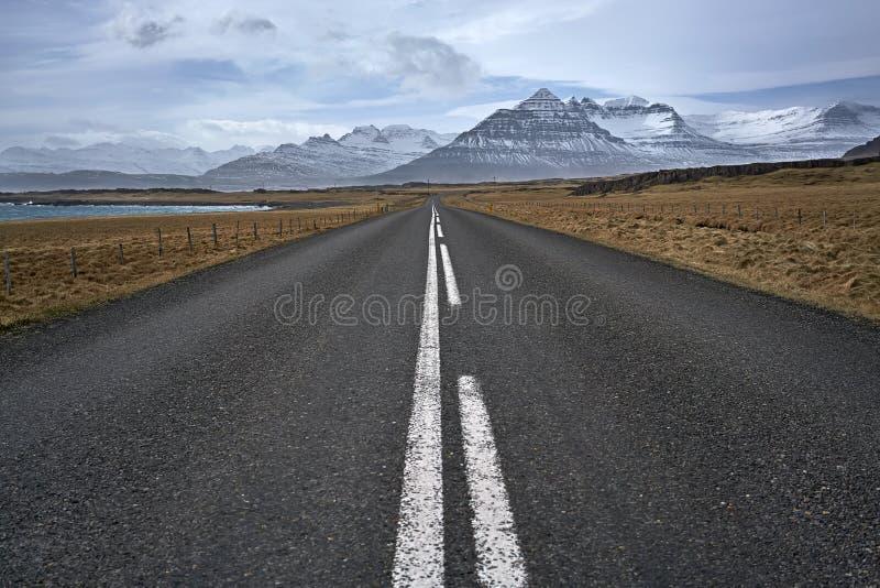 郊区车行道在冰岛 库存照片