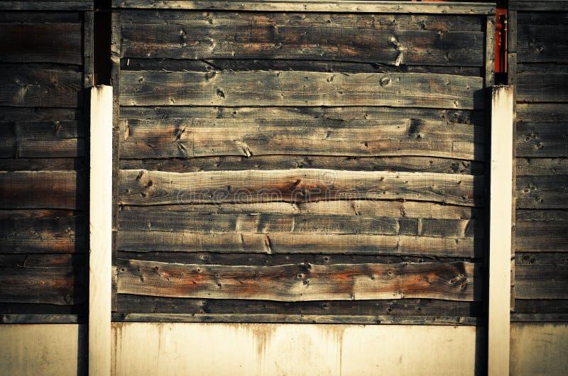 部分水平,交叠木庭院篱芭的关闭 库存照片