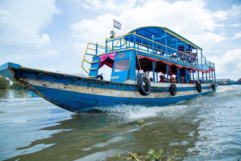 部落Phluk浮动村庄在柬埔寨 库存图片