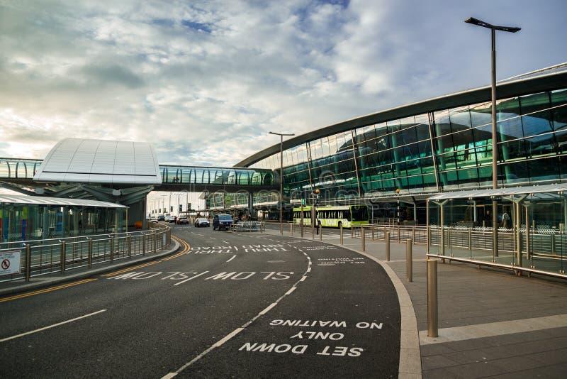 都伯林,爱尔兰- 2018年5月20日:2建造的都柏林机场终端 库存图片