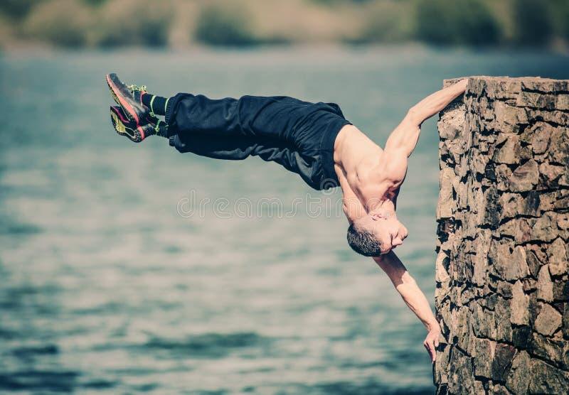 都市健身锻炼女子柔软体操 免版税图库摄影