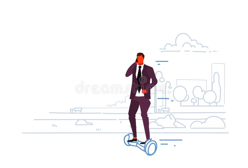 都市商人骑马电滑行车商人谈的智能手机男性办公室工作者eco运输概念的城市 皇族释放例证