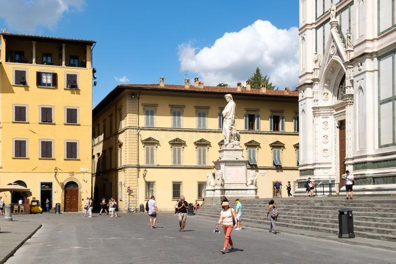 都市场面在广场二的三塔Croce佛罗伦萨 库存照片