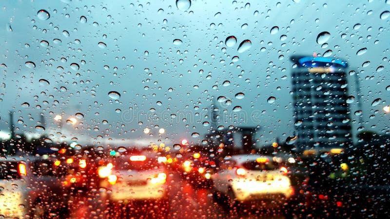 都市城市雨水下落 免版税库存图片