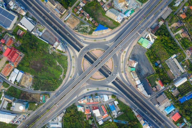 都市城市,曼谷,泰国高速公路连接点顶视图鸟瞰图  免版税库存照片