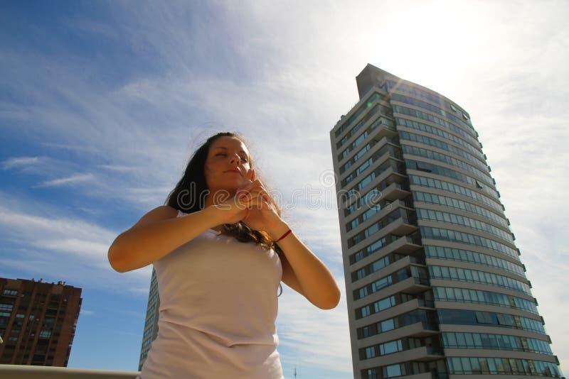 都市瑜伽 免版税库存照片