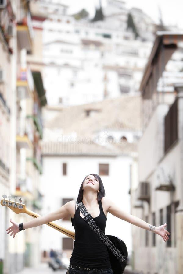 都市的吉他弹奏者 库存图片