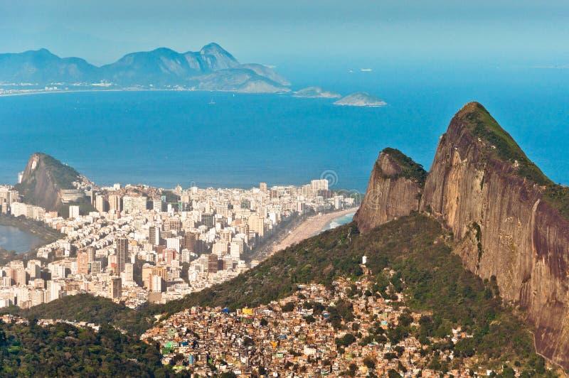 都市的里约热内卢和自然对比 免版税库存照片
