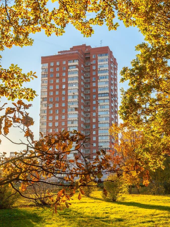 都市秋天颜色,莫斯科,俄罗斯 免版税库存图片