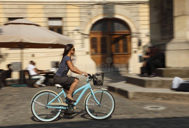 都市自行车的乘驾 免版税库存图片