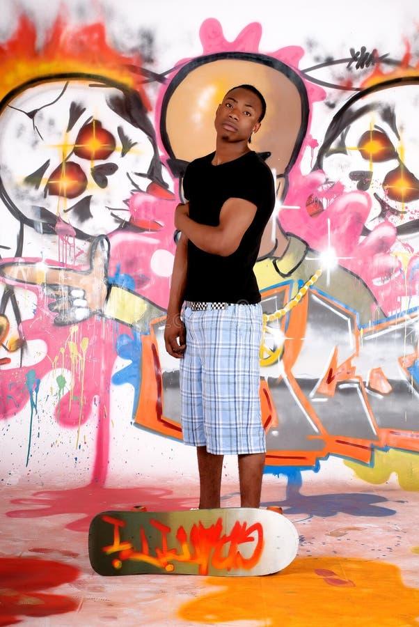 都市街道画的少年 免版税库存照片