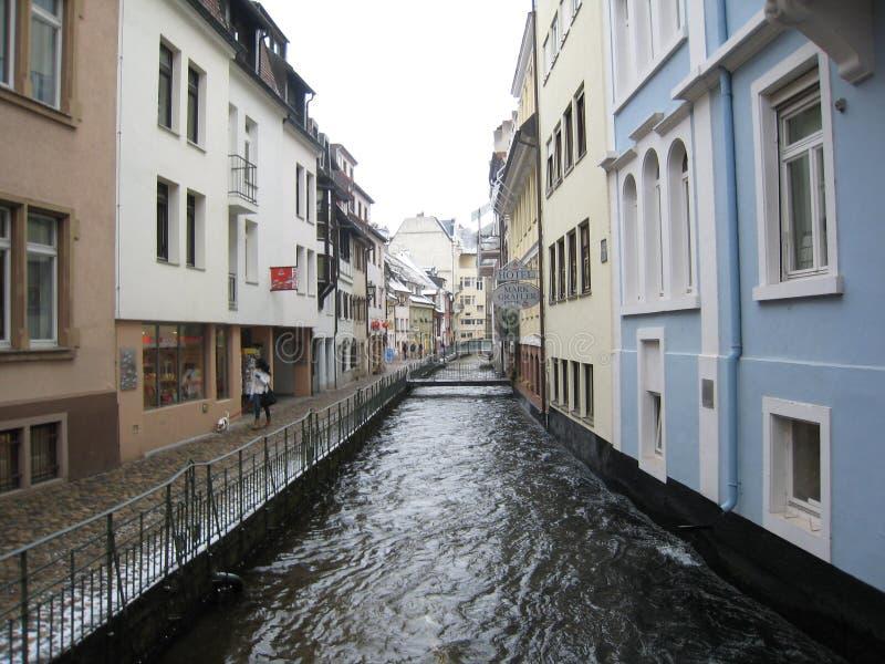 都市运河,弗莱堡,德国 免版税库存图片